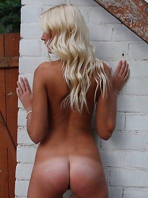 Teen blonde posing